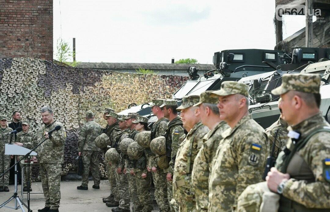 Порошенко повысил уровень доплат военным на первой линии ООС, фото-1