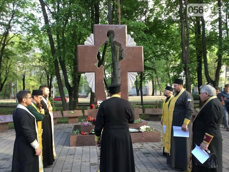 В Кривом Роге священники ПЦУ и УГКЦ в День памяти и примирения провели панихиду в Парке героев, - ФОТО, ВИДЕО, фото-6
