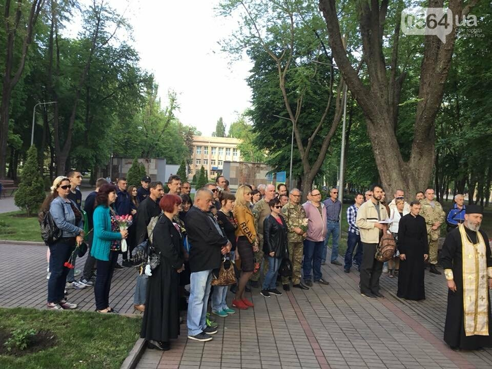 В Кривом Роге священники ПЦУ и УГКЦ в День памяти и примирения провели панихиду в Парке героев, - ФОТО, ВИДЕО, фото-4