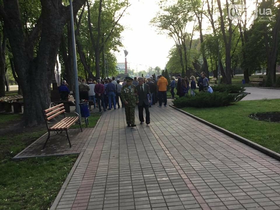 В Кривом Роге священники ПЦУ и УГКЦ в День памяти и примирения провели панихиду в Парке героев, - ФОТО, ВИДЕО, фото-13