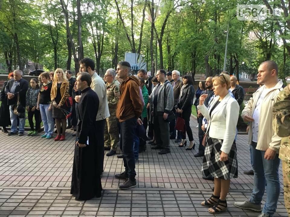 В Кривом Роге священники ПЦУ и УГКЦ в День памяти и примирения провели панихиду в Парке героев, - ФОТО, ВИДЕО, фото-16