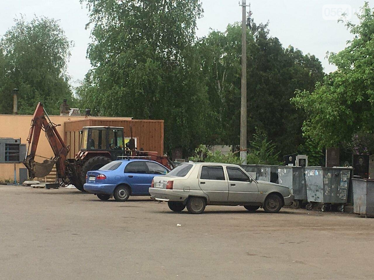 За неделю с кладбищ Кривого Рога вывезли порядка 8 тысяч кубов мусора, - ФОТО , фото-27