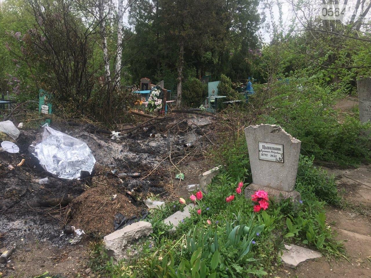 За неделю с кладбищ Кривого Рога вывезли порядка 8 тысяч кубов мусора, - ФОТО , фото-10