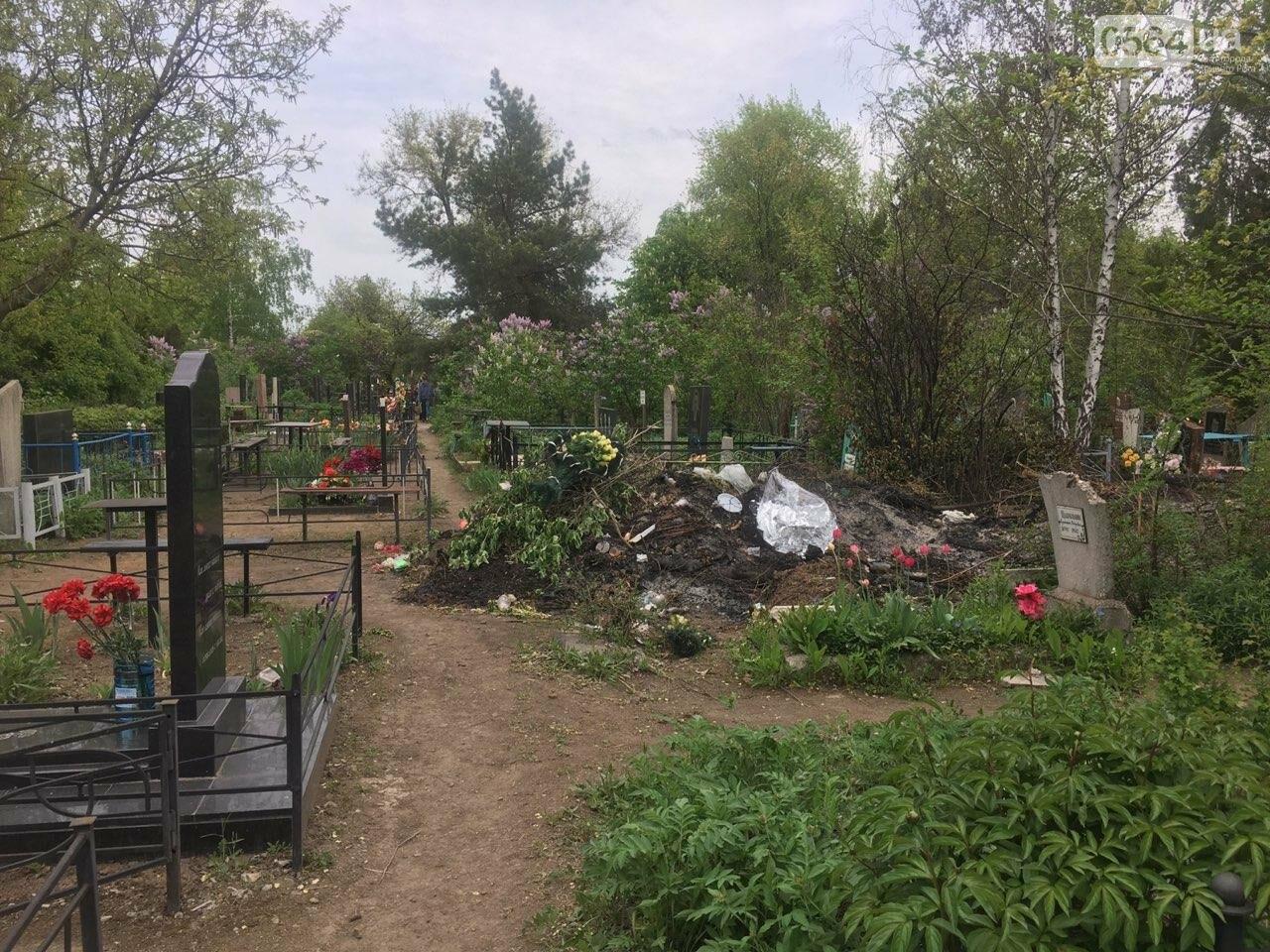 За неделю с кладбищ Кривого Рога вывезли порядка 8 тысяч кубов мусора, - ФОТО , фото-14