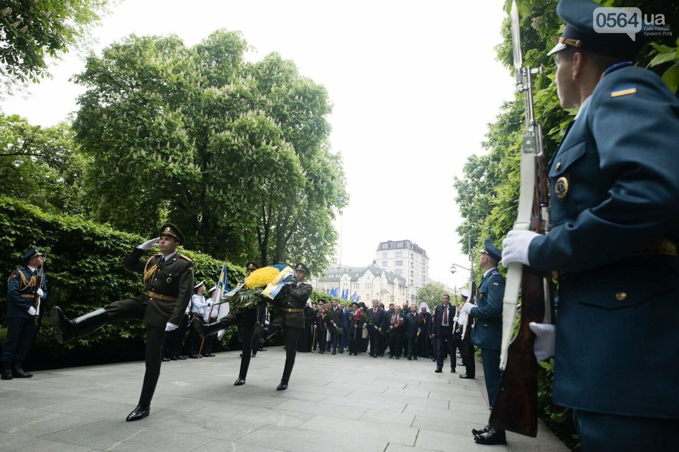 Порошенко: 5 лет потомки победителей нацизма защищают свободу и выбор украинского народа от российской агрессии, фото-4