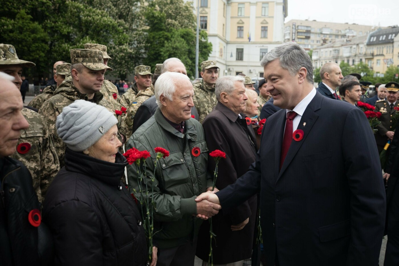 Порошенко: 5 лет потомки победителей нацизма защищают свободу и выбор украинского народа от российской агрессии, фото-5