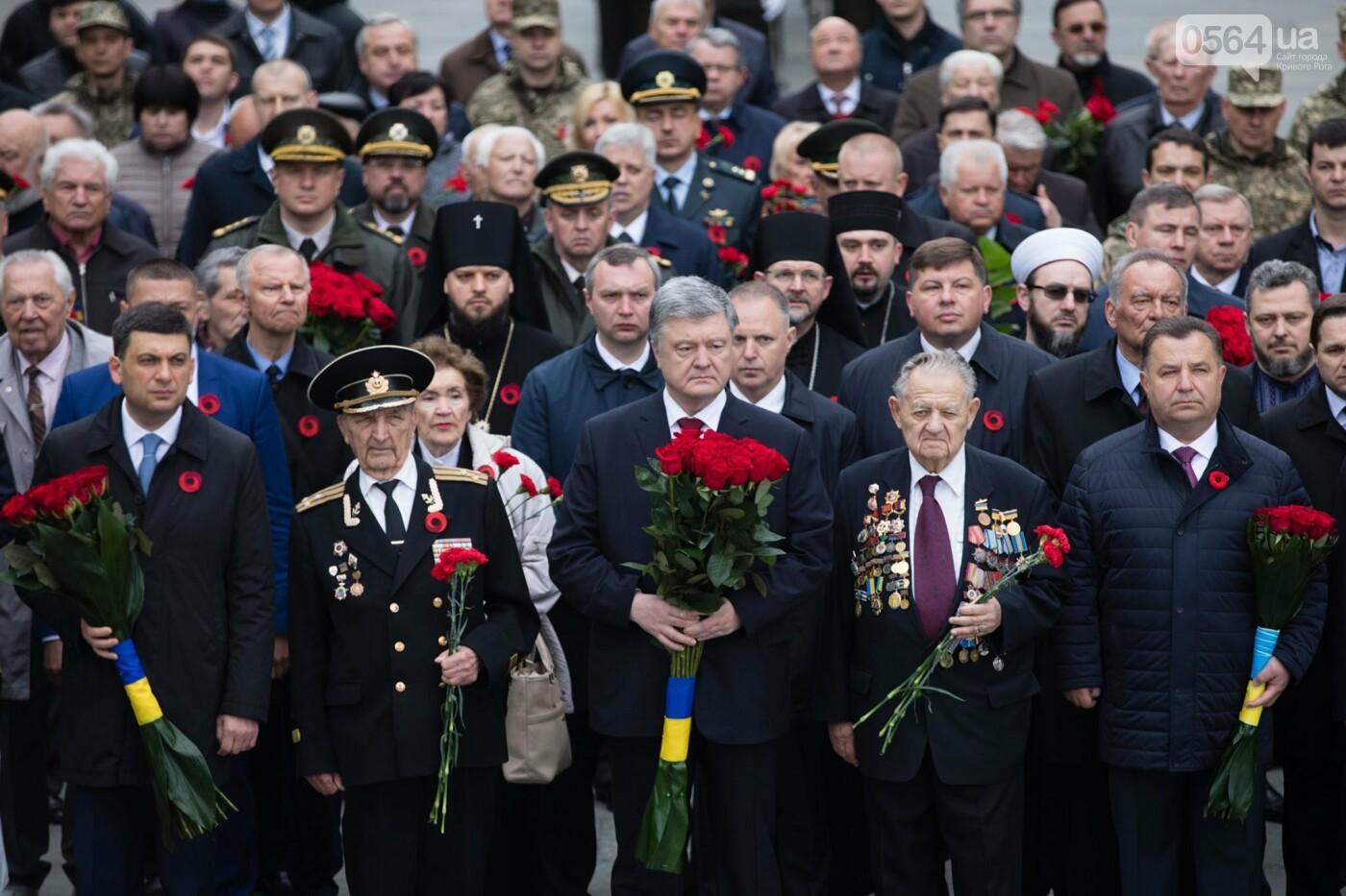 Порошенко: 5 лет потомки победителей нацизма защищают свободу и выбор украинского народа от российской агрессии, фото-1