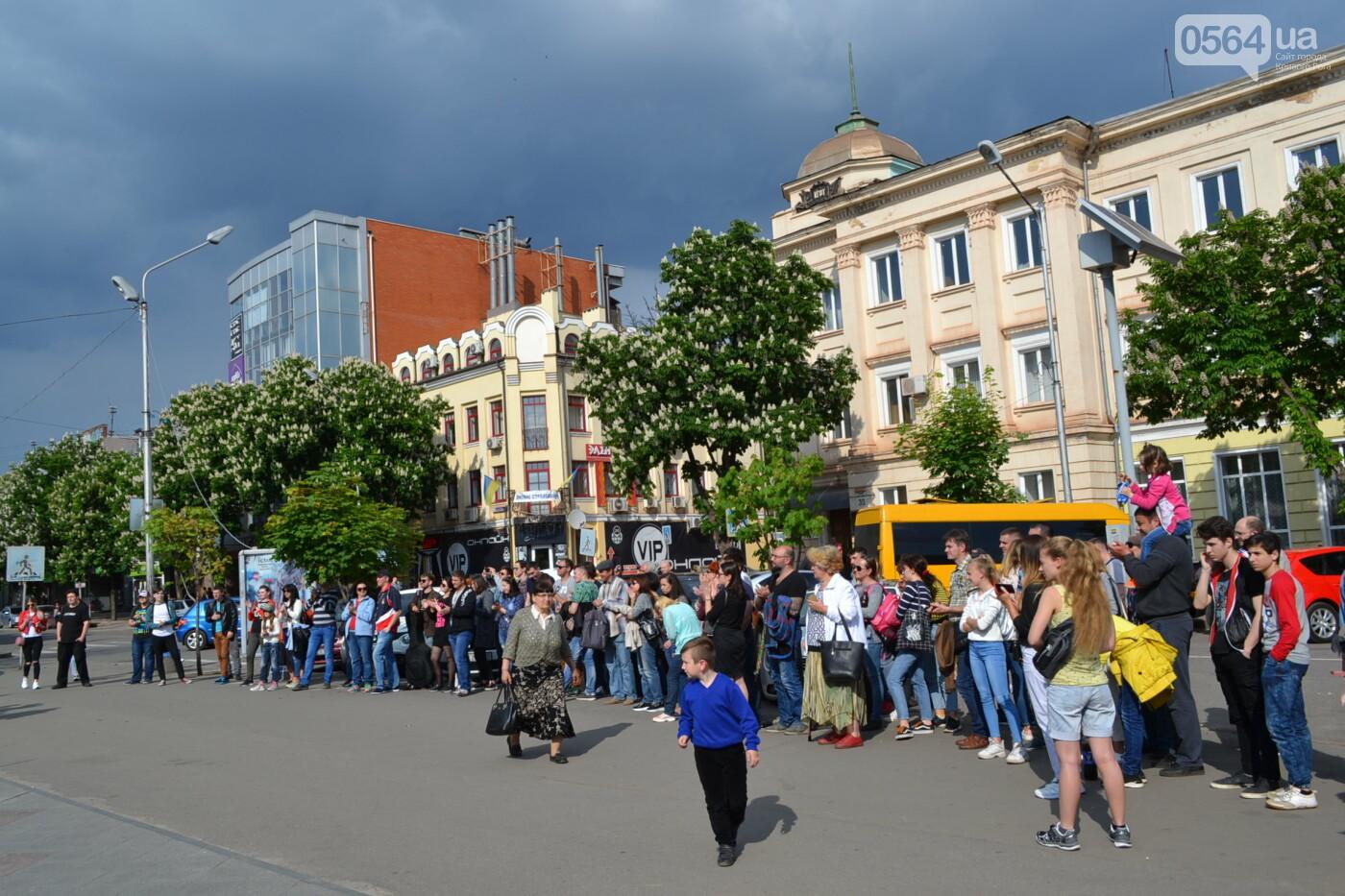 Играют все: на проспекте Почтовом в Кривом Роге проходит фестиваль уличной музыки, - ФОТО, ВИДЕО, фото-7