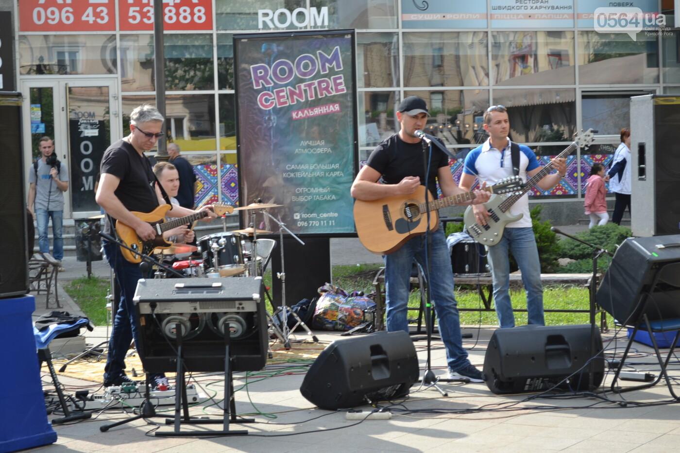 Играют все: на проспекте Почтовом в Кривом Роге проходит фестиваль уличной музыки, - ФОТО, ВИДЕО, фото-3