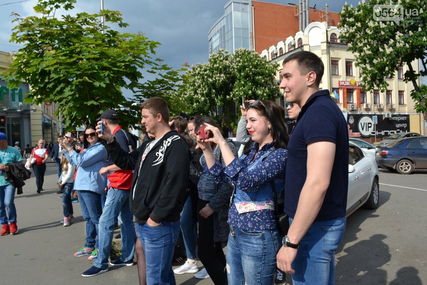 Играют все: на проспекте Почтовом в Кривом Роге проходит фестиваль уличной музыки, - ФОТО, ВИДЕО, фото-9