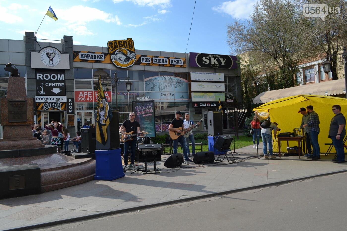 Играют все: на проспекте Почтовом в Кривом Роге проходит фестиваль уличной музыки, - ФОТО, ВИДЕО, фото-10