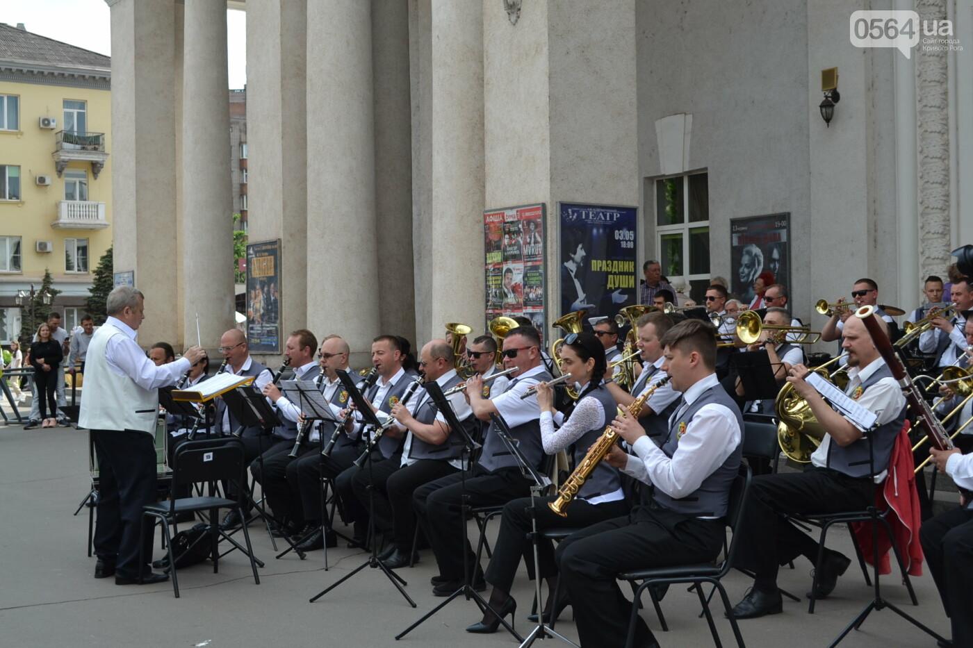 Играют все: на проспекте Почтовом в Кривом Роге проходит фестиваль уличной музыки, - ФОТО, ВИДЕО, фото-13