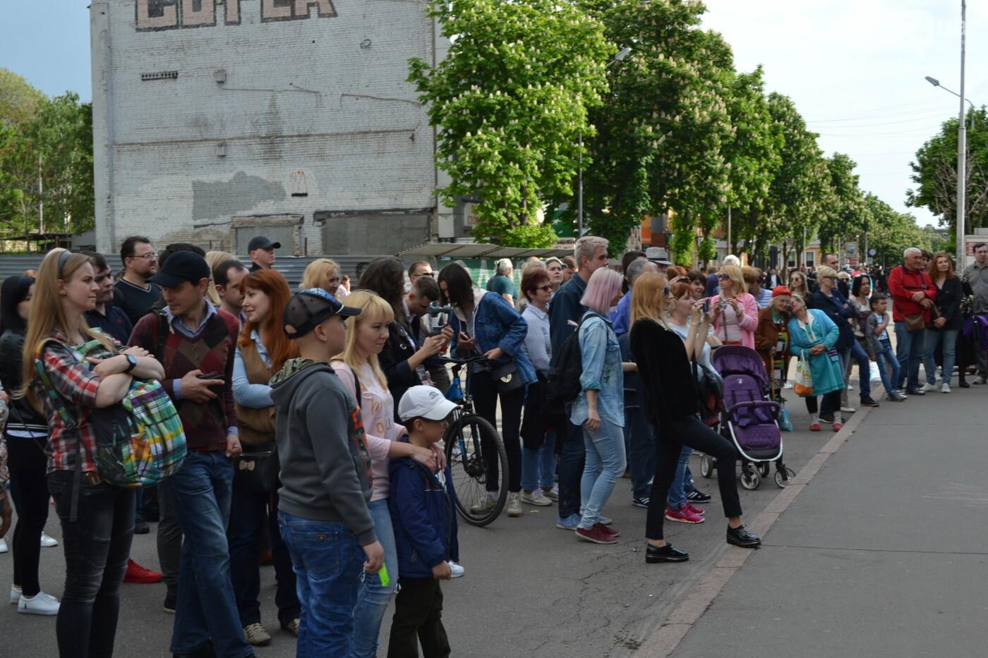 Играют все: на проспекте Почтовом в Кривом Роге проходит фестиваль уличной музыки, - ФОТО, ВИДЕО, фото-14