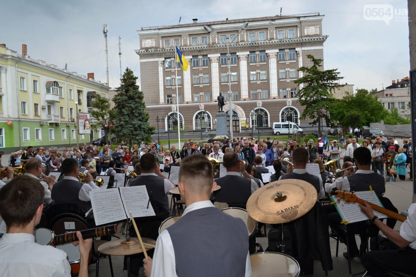 Играют все: на проспекте Почтовом в Кривом Роге проходит фестиваль уличной музыки, - ФОТО, ВИДЕО, фото-5