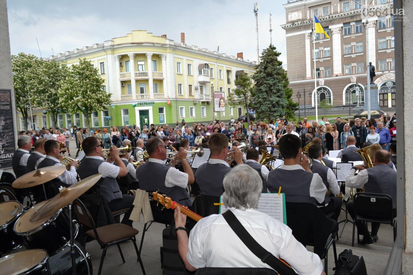 Играют все: на проспекте Почтовом в Кривом Роге проходит фестиваль уличной музыки, - ФОТО, ВИДЕО, фото-16