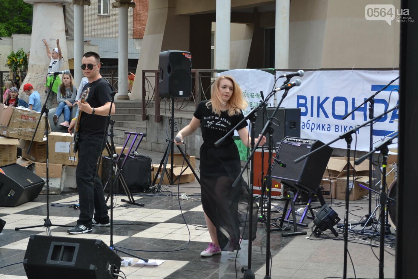 Играют все: на проспекте Почтовом в Кривом Роге проходит фестиваль уличной музыки, - ФОТО, ВИДЕО, фото-18