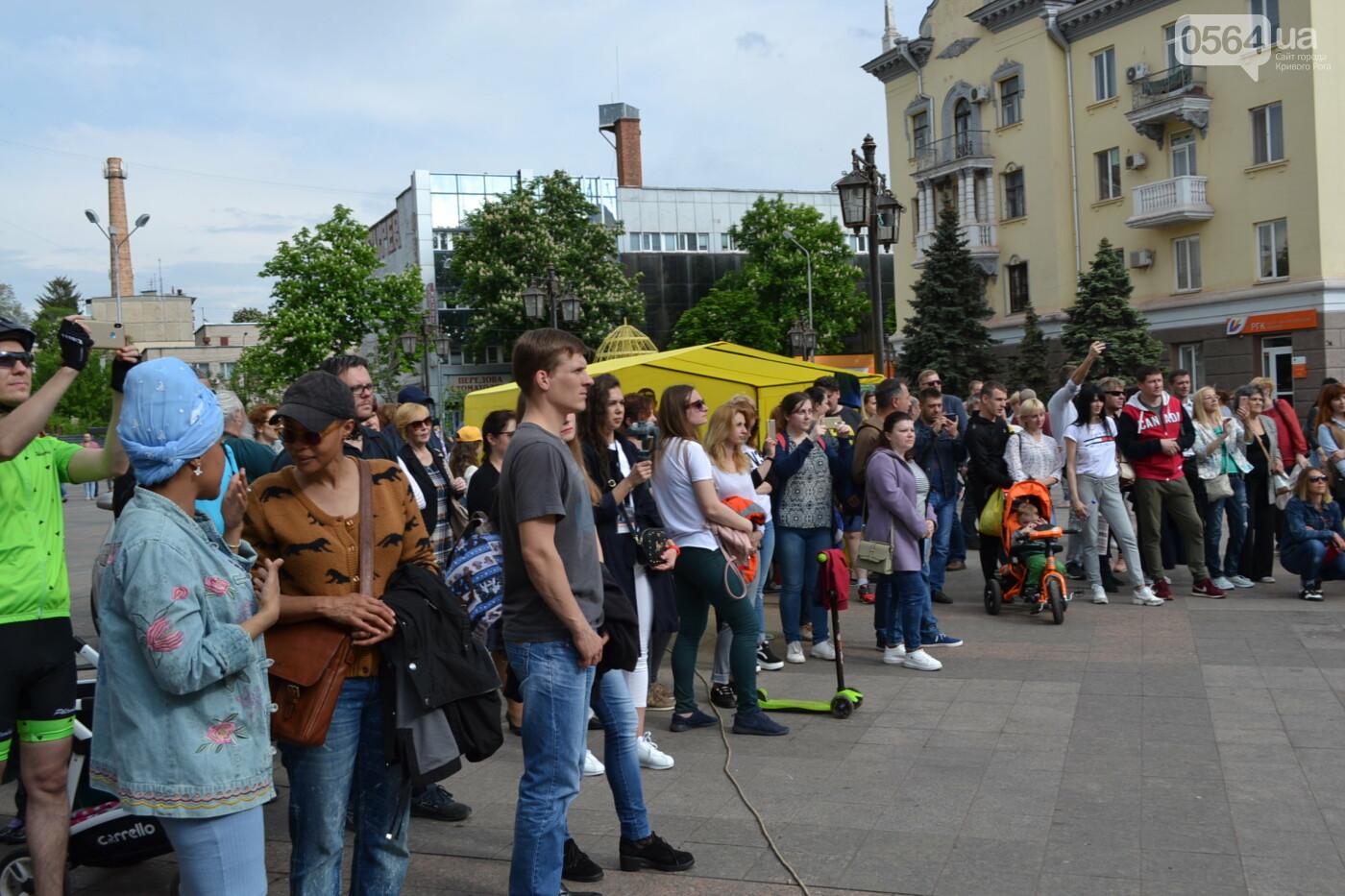 Играют все: на проспекте Почтовом в Кривом Роге проходит фестиваль уличной музыки, - ФОТО, ВИДЕО, фото-19