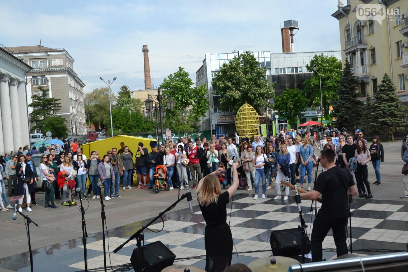 Играют все: на проспекте Почтовом в Кривом Роге проходит фестиваль уличной музыки, - ФОТО, ВИДЕО, фото-20