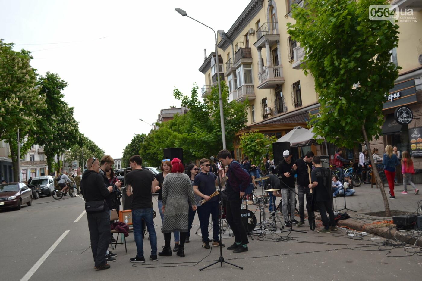 Играют все: на проспекте Почтовом в Кривом Роге проходит фестиваль уличной музыки, - ФОТО, ВИДЕО, фото-21
