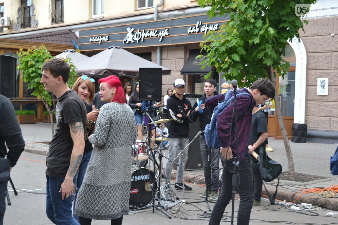 Играют все: на проспекте Почтовом в Кривом Роге проходит фестиваль уличной музыки, - ФОТО, ВИДЕО, фото-22