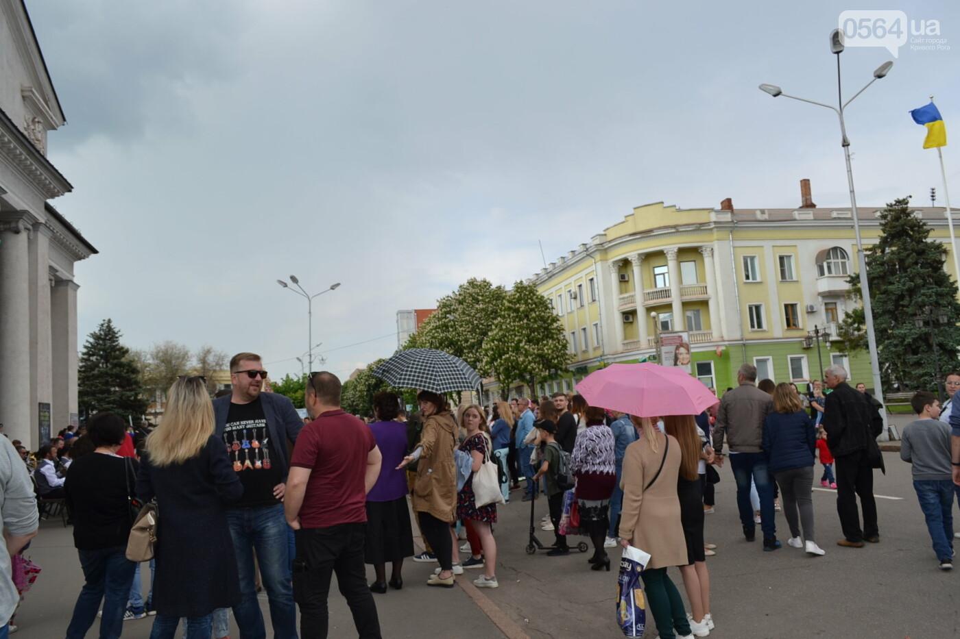 Играют все: на проспекте Почтовом в Кривом Роге проходит фестиваль уличной музыки, - ФОТО, ВИДЕО, фото-24