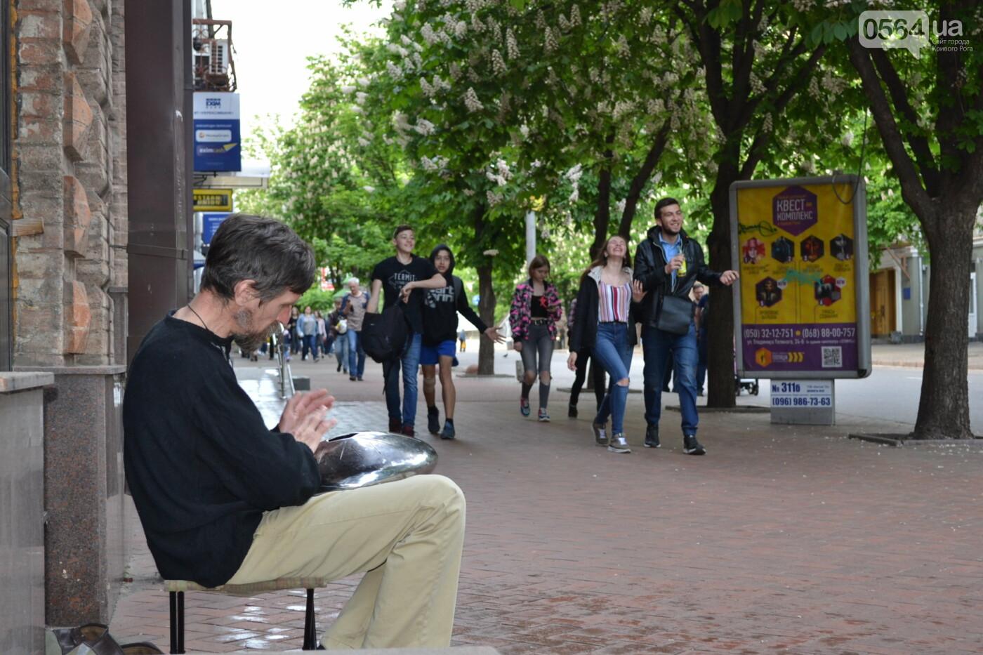 Играют все: на проспекте Почтовом в Кривом Роге проходит фестиваль уличной музыки, - ФОТО, ВИДЕО, фото-1
