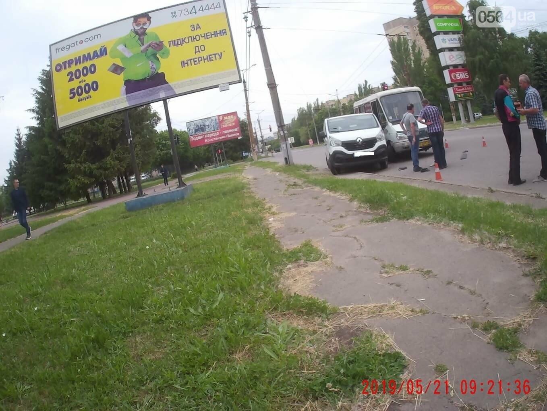 На Электрозаводской в Кривом Роге маршрутка въехала в Renault, - ФОТО, фото-1