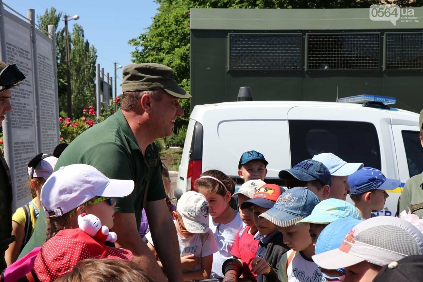 Нацгвардейцы в Кривом Роге устроили День открытых дверей для школьников и познакомили их с Ирен, фото-4
