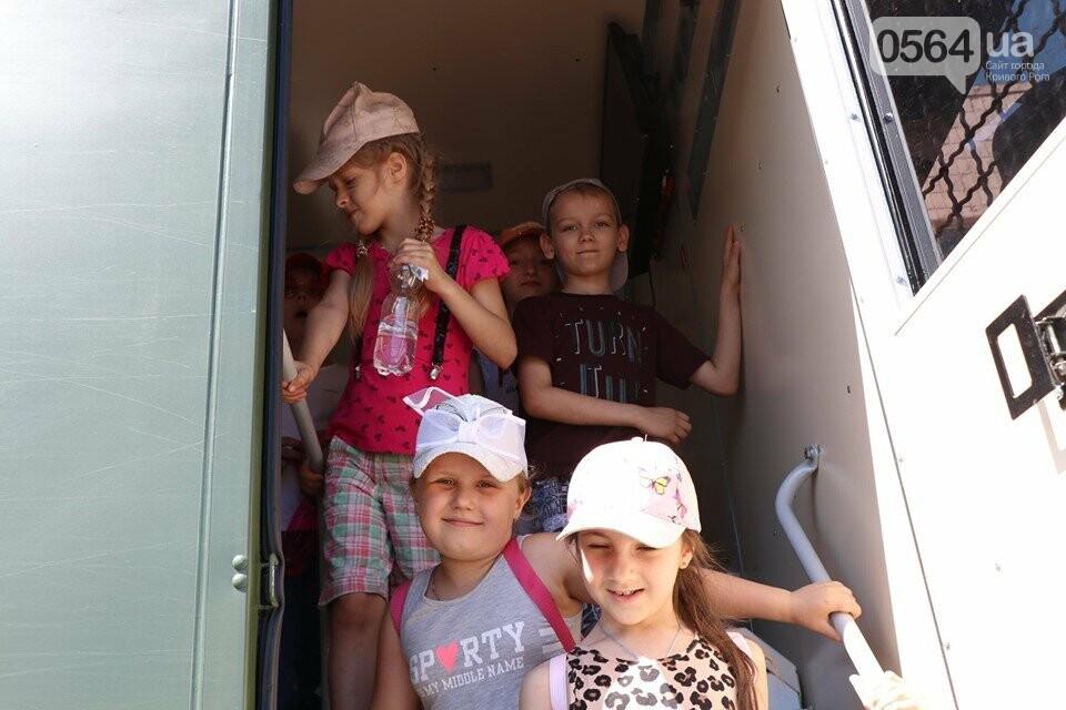 Нацгвардейцы в Кривом Роге устроили День открытых дверей для школьников и познакомили их с Ирен, фото-6