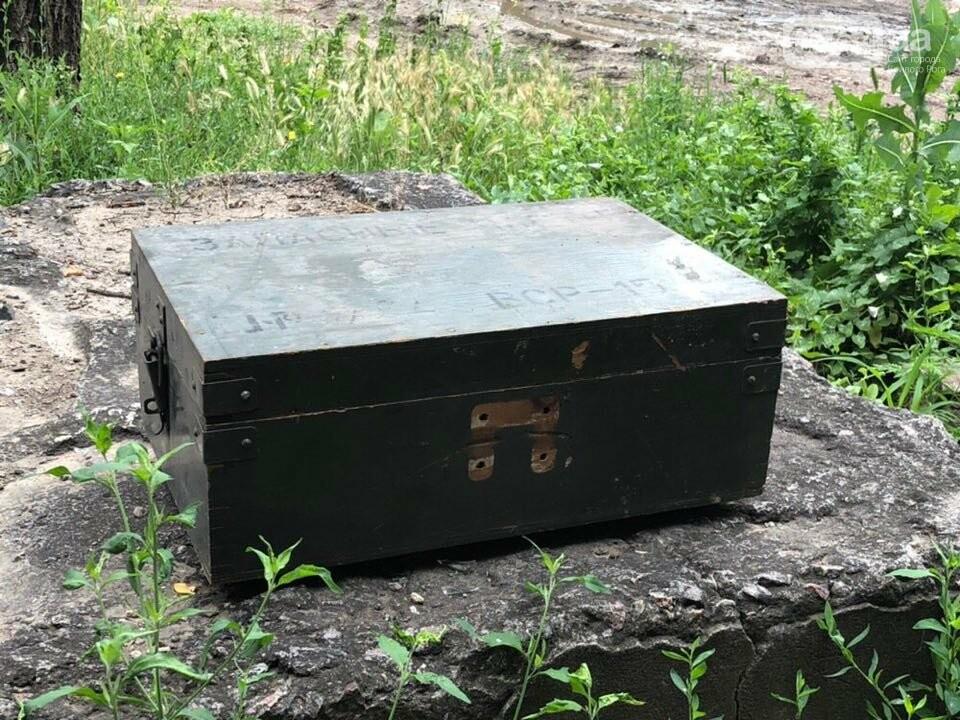 """Возле одного из домов в Кривом Роге обнаружили """"военный ящик"""". Жители вызвали полицию, - ФОТО, фото-1"""