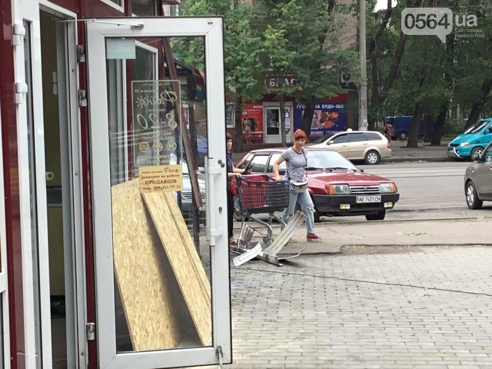 Ночью в Кривом Роге горели торговые объекты, - ФОТО, фото-10