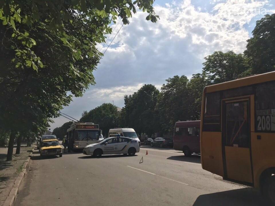 В Кривом Роге маршрутное такси попало в ДТП, есть пострадавшие, - ФОТО, фото-6
