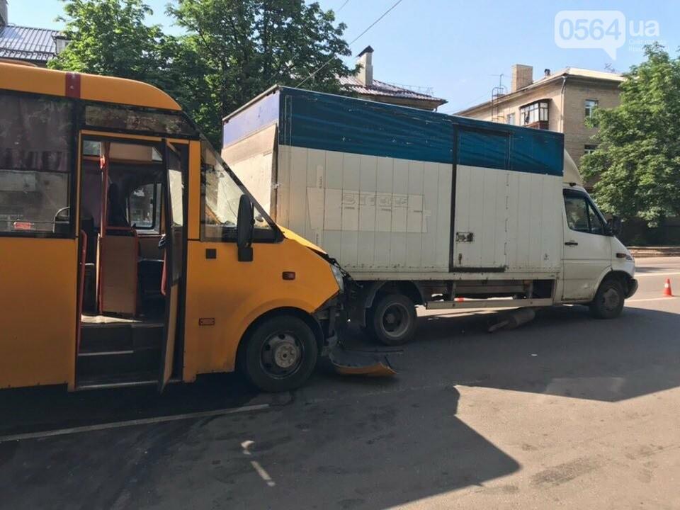 В Кривом Роге маршрутное такси попало в ДТП, есть пострадавшие, - ФОТО, фото-7