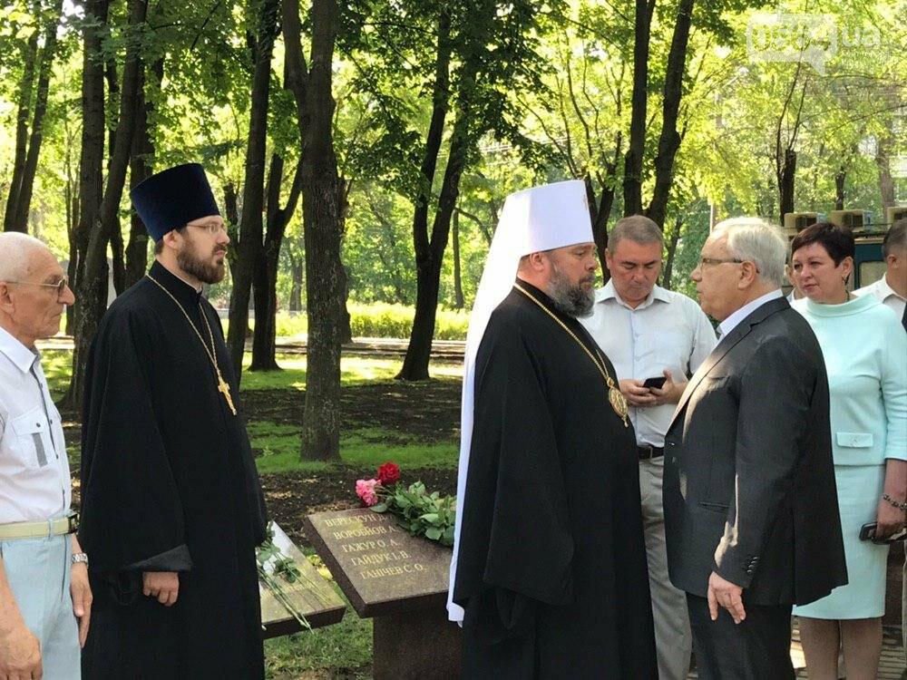 В День памяти участников АТО и ООС криворожане возложили цветы к памятнику защитникам Украины, - ФОТО, фото-8