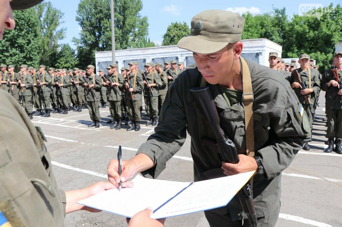 В Кривом Роге 168 нацгвардейцев торжественно приняли присягу на верность украинскому народу, - ФОТО, фото-4