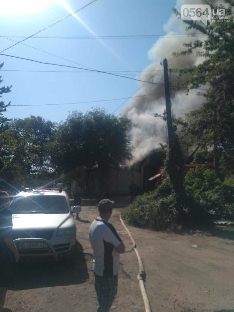 В Кривом Роге на СТО произошел пожар, сгорела как минимум одна машина, - ФОТО , фото-5