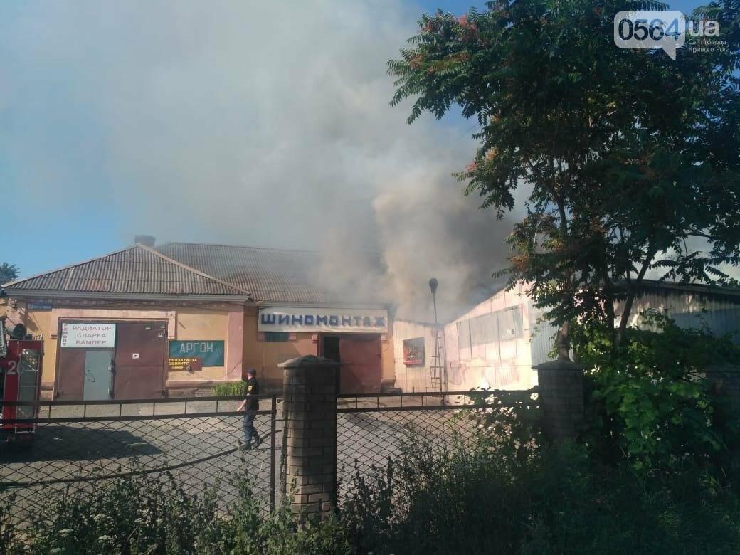 В Кривом Роге на СТО произошел пожар, сгорела как минимум одна машина, - ФОТО , фото-6