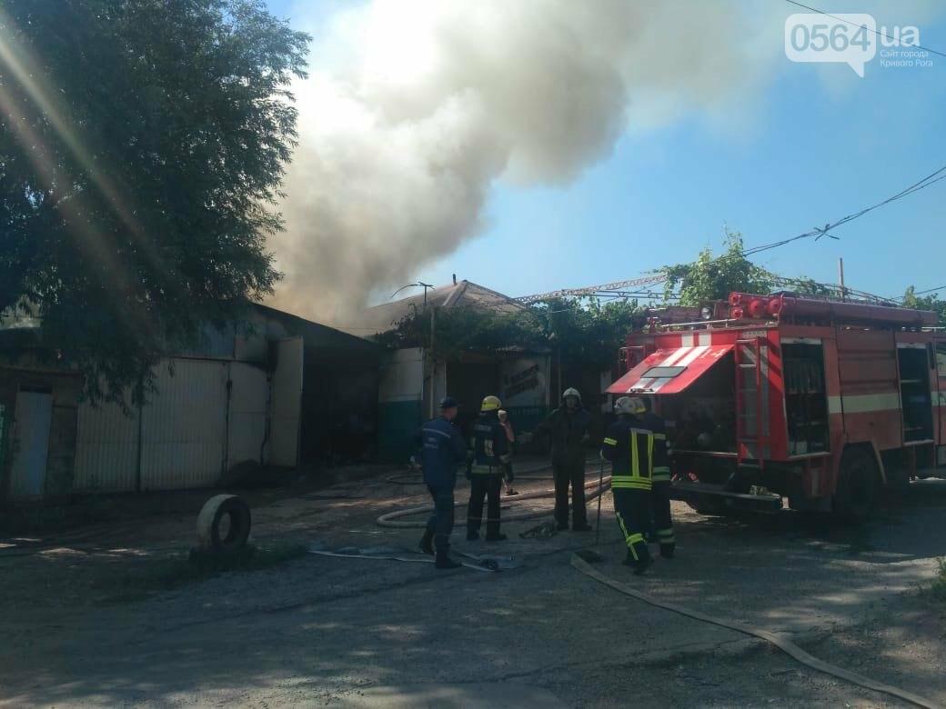 В Кривом Роге на СТО произошел пожар, сгорела как минимум одна машина, - ФОТО , фото-7