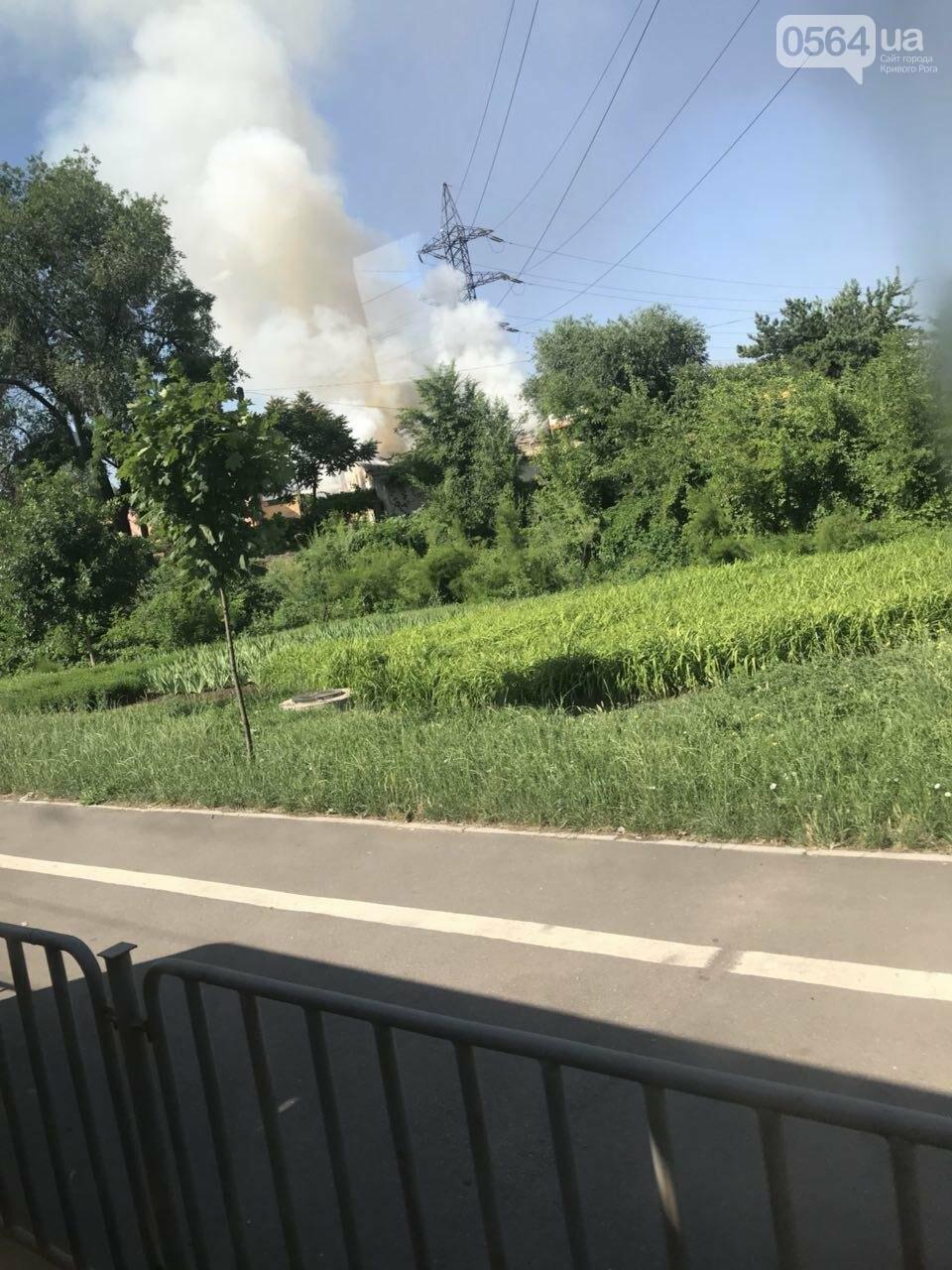 В Кривом Роге на СТО произошел пожар, сгорела как минимум одна машина, - ФОТО , фото-4