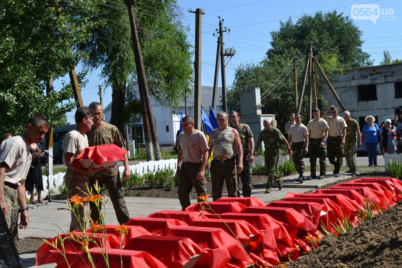 Вечная память! На Криворожье торжественно захоронили останки 43 воинов Второй мировой, - ФОТО, ВИДЕО, фото-25