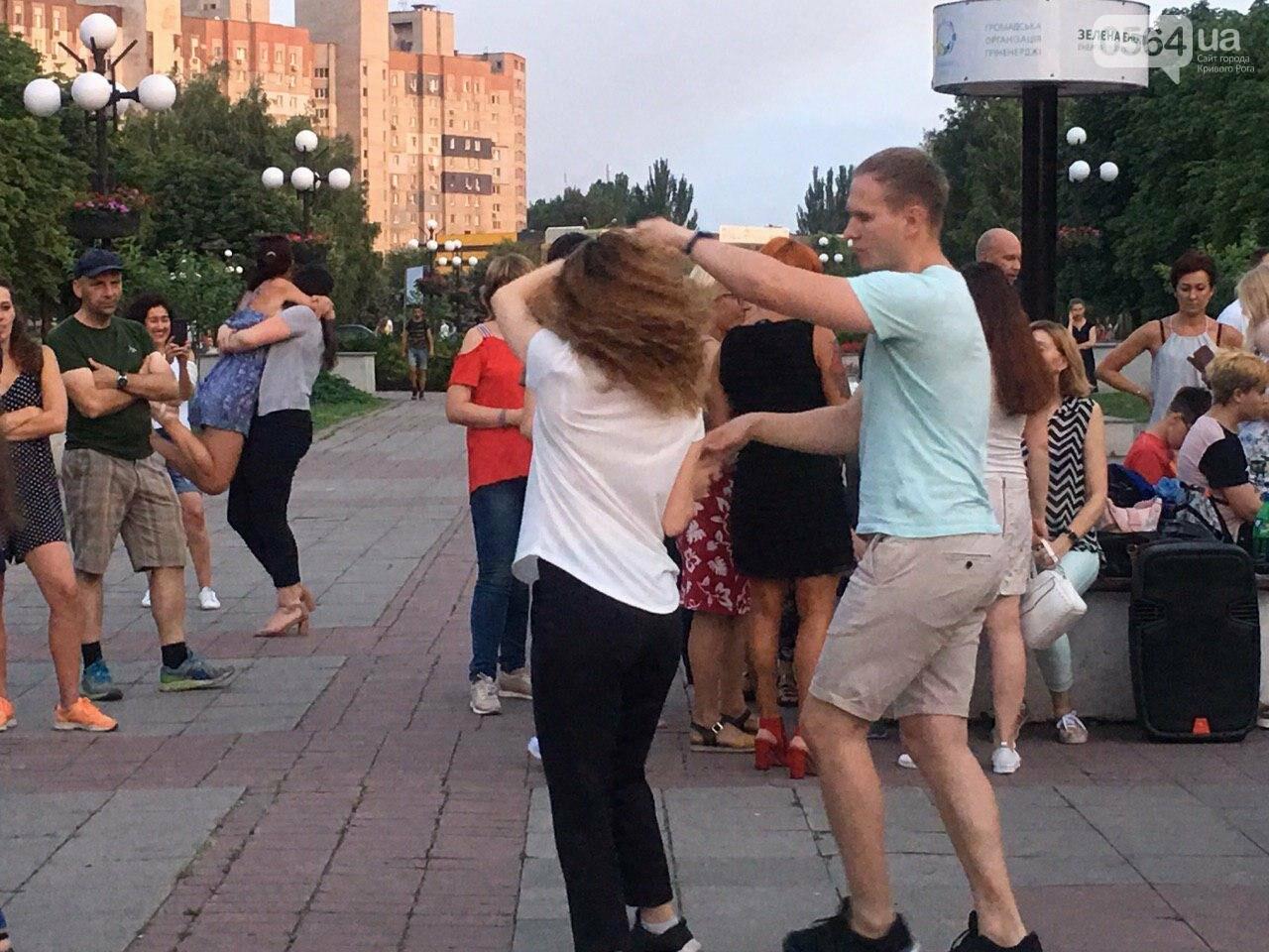 Сальса, бачата, кизомба: в центре города танцоры провели мастер-класс для криворожан, - ФОТО, ВИДЕО , фото-5