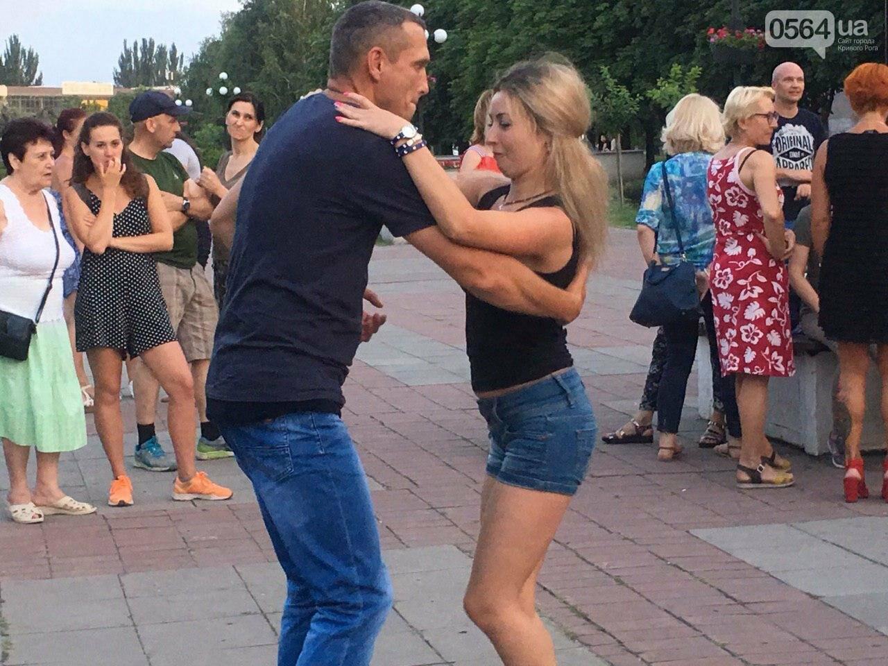 Сальса, бачата, кизомба: в центре города танцоры провели мастер-класс для криворожан, - ФОТО, ВИДЕО , фото-8
