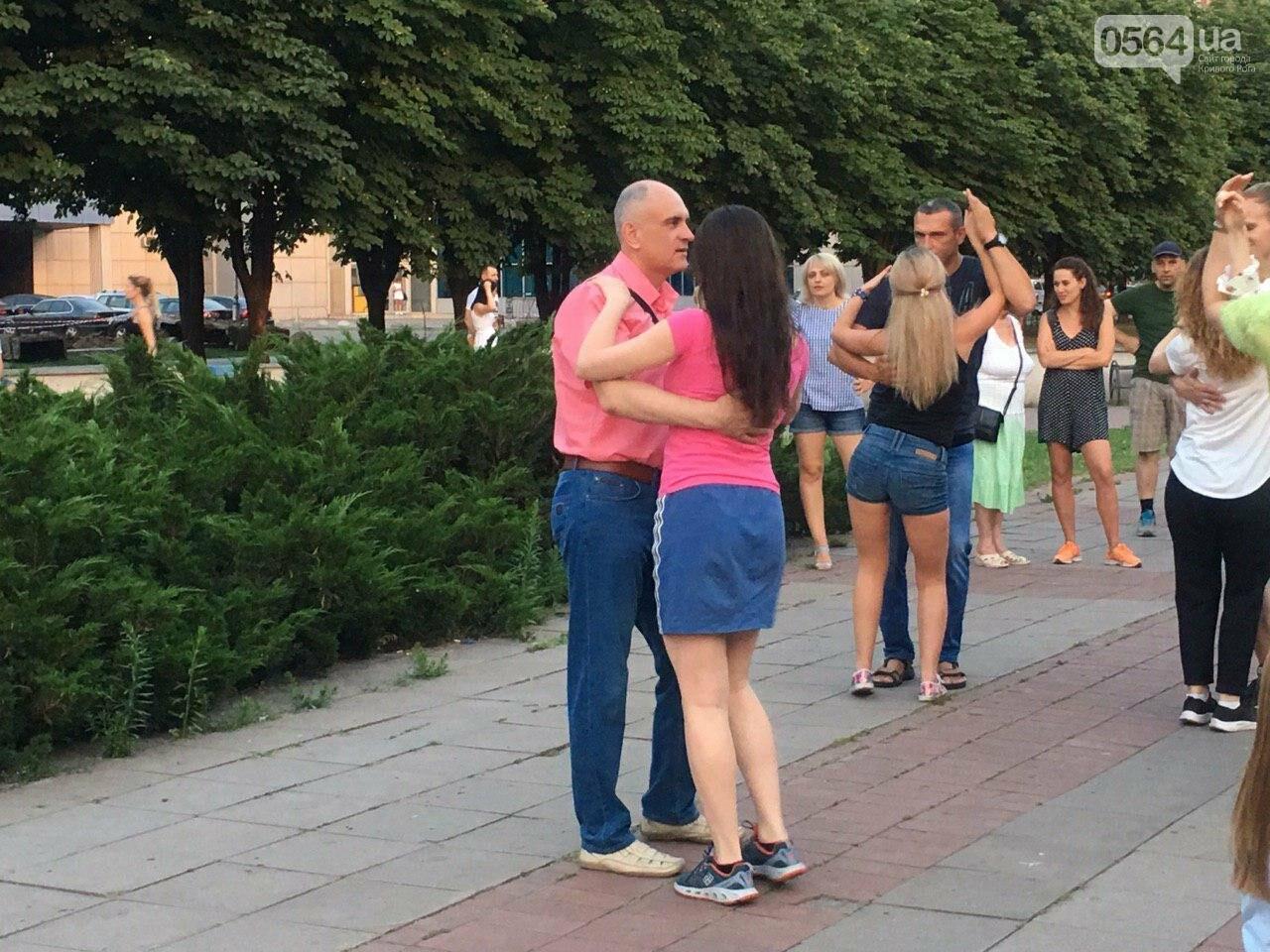 Сальса, бачата, кизомба: в центре города танцоры провели мастер-класс для криворожан, - ФОТО, ВИДЕО , фото-14