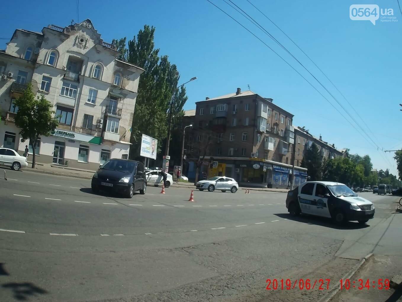 "В центре Кривого Рога не поделили дорогу ""Renault"" и ""Mitsubishi"", - ФОТО , фото-1"