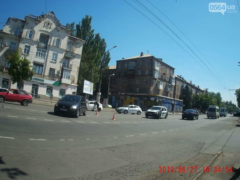 "В центре Кривого Рога не поделили дорогу ""Renault"" и ""Mitsubishi"", - ФОТО , фото-2"
