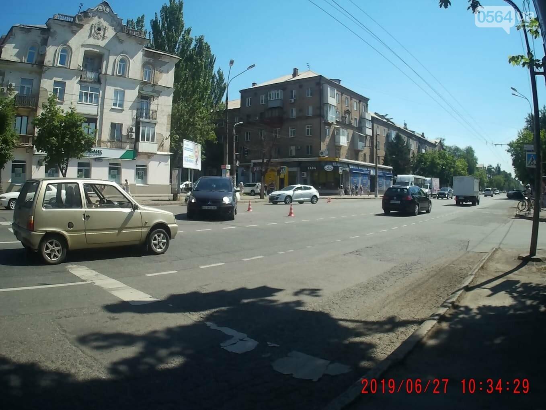 "В центре Кривого Рога не поделили дорогу ""Renault"" и ""Mitsubishi"", - ФОТО , фото-3"