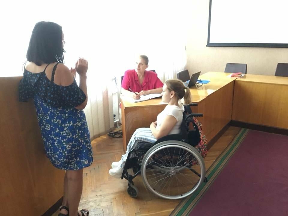 В Кривом Роге обсуждали, как объекты городской инфраструктуры сделать доступнее для людей с инвалидностью, - ФОТО, ВИДЕО, фото-23