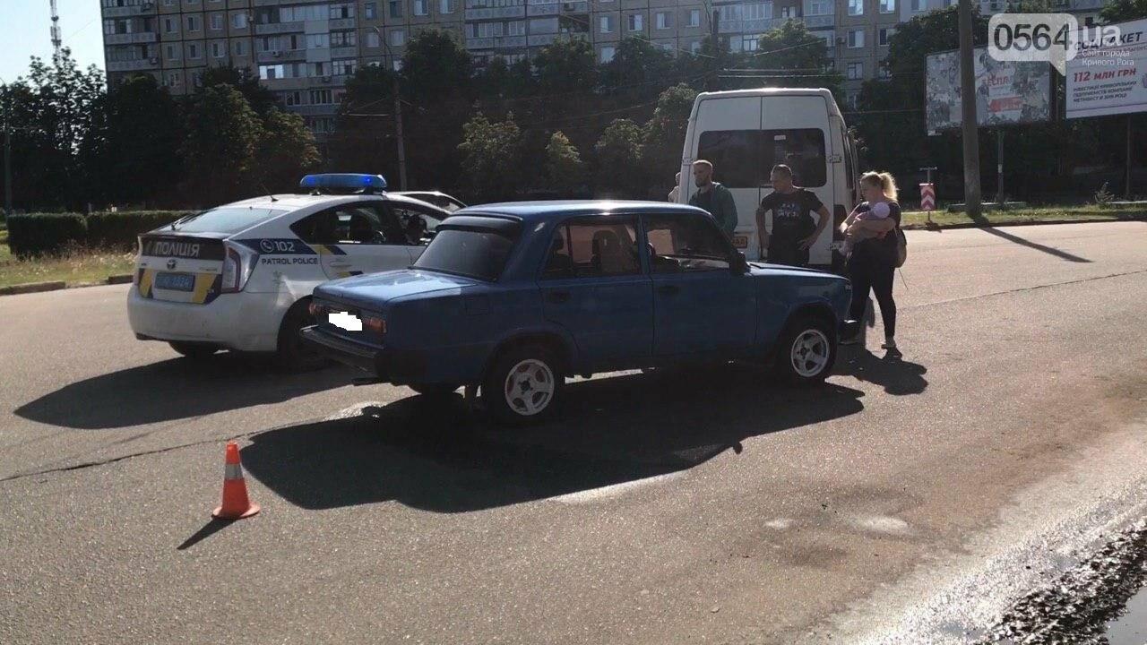 "ДТП в Кривом Роге: на кольце столкнулись маршрутка и ""Жигули"", - ФОТО, фото-4"