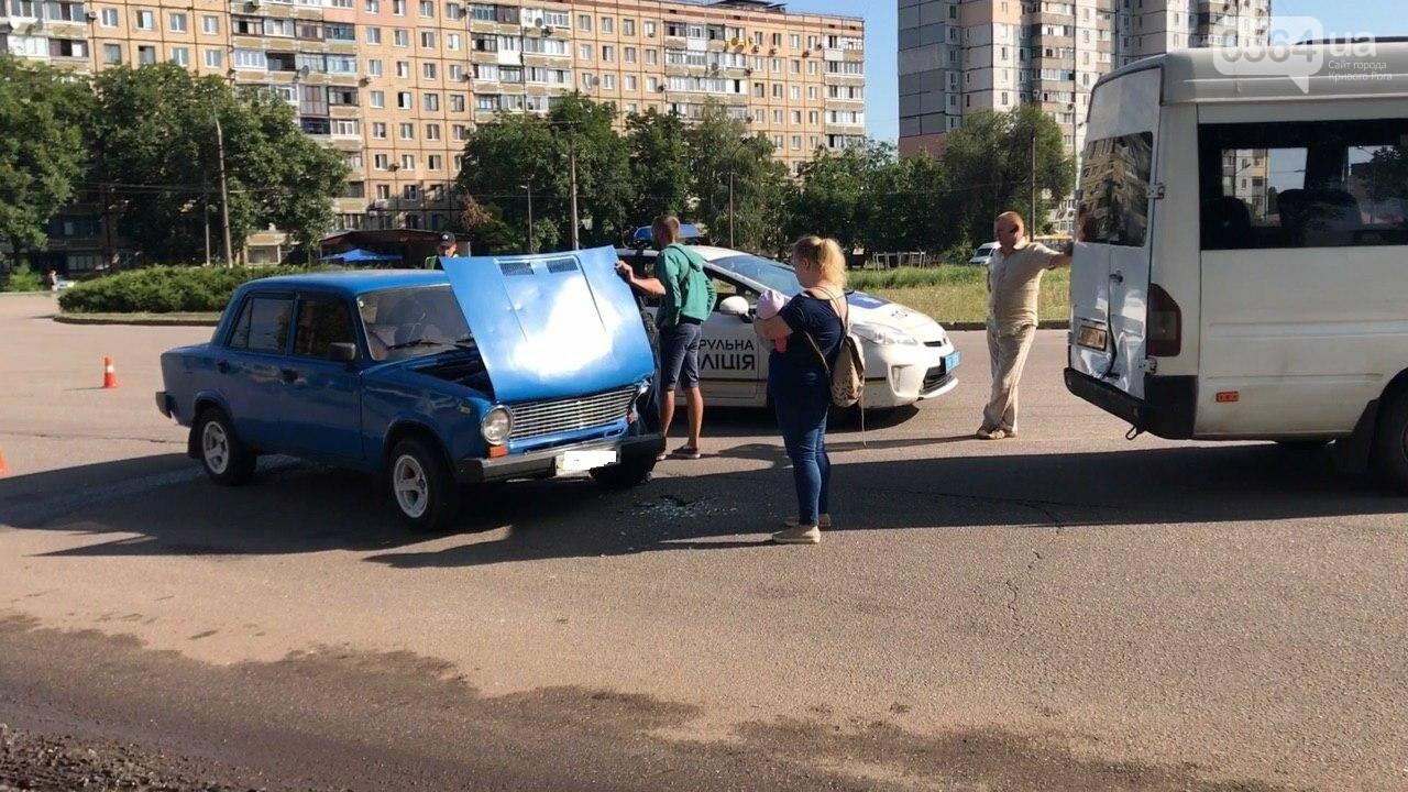 "ДТП в Кривом Роге: на кольце столкнулись маршрутка и ""Жигули"", - ФОТО, фото-3"