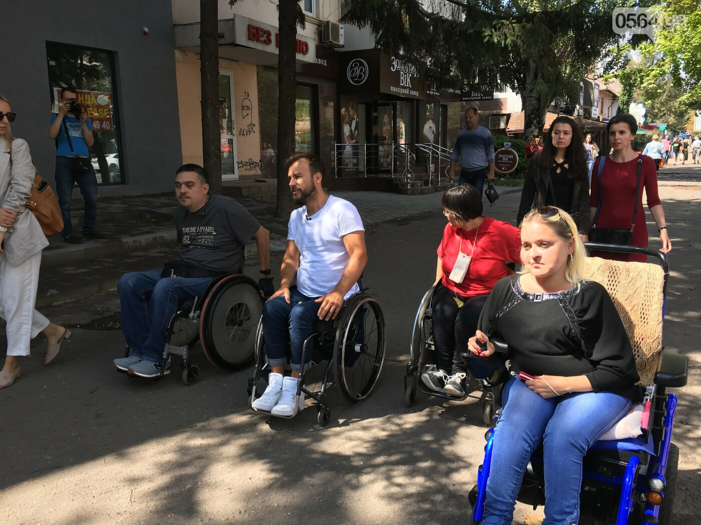 В центре Кривого Рога даже аптеки недоступны для людей с инвалидностью, - ФОТО, ВИДЕО, фото-14